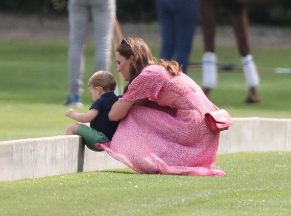 """Scanpix"" nuotr./Kate Middleton su princu Louisu"