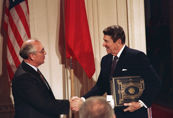 """""""Scanpix""""/AP nuotr./Michailas Gorbačiovas ir Ronaldas Reaganas"""