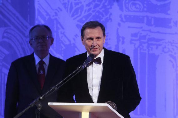 Juliaus Kalinsko/15min.lt nuotr./Šv. Kristoforo statulėlę gavo Vitas Mačiulis