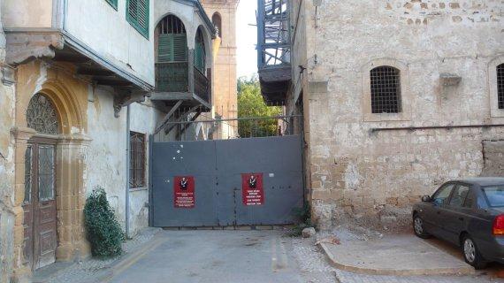 Vaido Mikaičio nuotr./Turkų ir graikų Nikosiją skirianti siena, esanti viduryje miesto