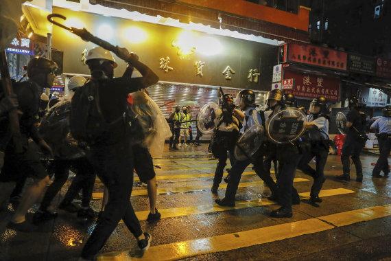 """""""Scanpix""""/AP nuotr./Policijos ir protestuotojų susirėmimai Honkonge"""