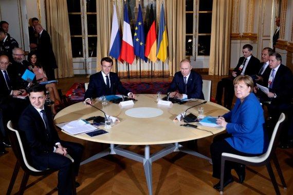 """AFP/""""Scanpix"""" nuotr./""""Normandijos ketverto"""" susitikimas Paryžiuje"""