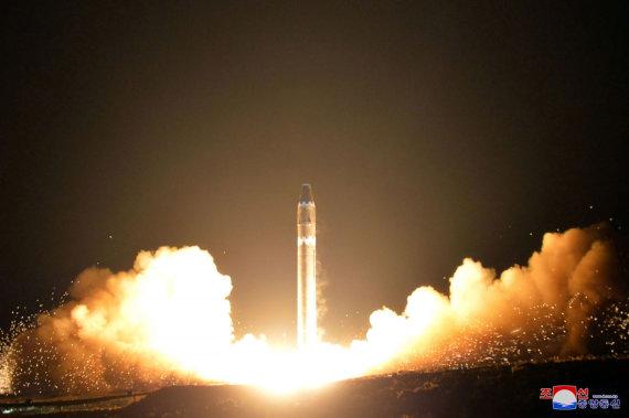 "AFP/""Scanpix"" nuotr./Šiaurės Korėjos raketa ""Hwasong-15"""