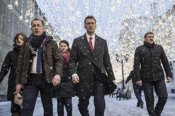 """""""Scanpix""""/AP nuotr./Aleksejus Navalnas (viduryje) ir jo bendražygiai"""