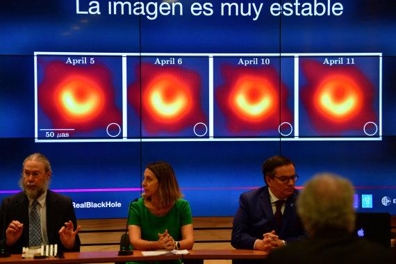 """""""Scanpix""""/""""Sipa USA"""" nuotr./Pristatyta pirmoji juodosios skylės """"nuotrauka"""""""