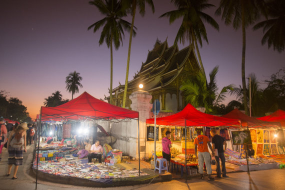 123rf.com nuotr./Luangprabango naktinis turgus, Laosas