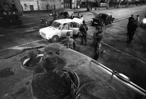 """""""Scanpix""""/""""RIA Novosti"""" nuotr./Sovietiniai tankai Tbilisyje 1989 m."""