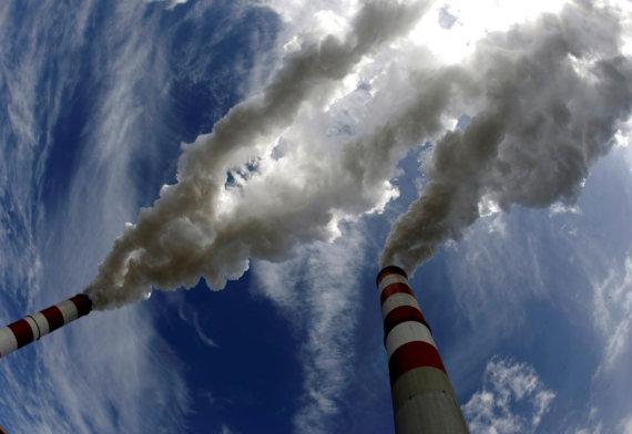 """""""Reuters""""/""""Scanpix"""" nuotr./Anglies dvideginio išmetimas į atmosferą"""