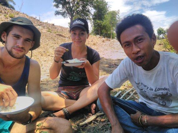 Asmeninė nuotr./Po darbo būsimuose ryžių laukuose – pietums, žinoma, ryžiai