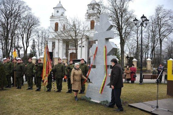Romo Sadausko nuotr./Adolfui Ramanauskui-Vanagui pagerbti atidengtas paminklas