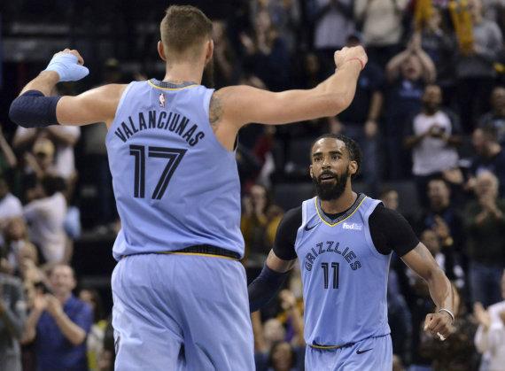 """Scanpix""/AP nuotr./""Memphis Grizzlies"" komanda, vedama M.Conley ir Jono Valančiūno, pranoko ""Orlando Magic""."