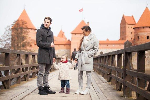Vytenio Radžiūno/ LRT.lt nuotr/Donatas Montvydas su žmona Veronika ir dukra Adele
