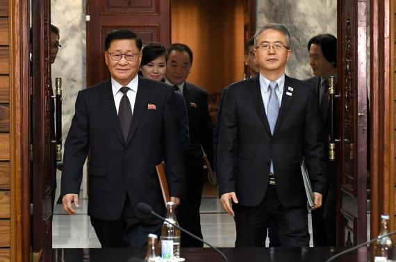 """""""Scanpix""""/""""Sipa USA"""" nuotr./Šiaurės ir Pietų Korėjų delegacijų susitikimas"""