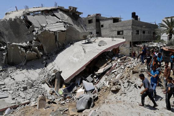 """Scanpix""/AP nuotr./Sugriautas pastatas Gazoje"