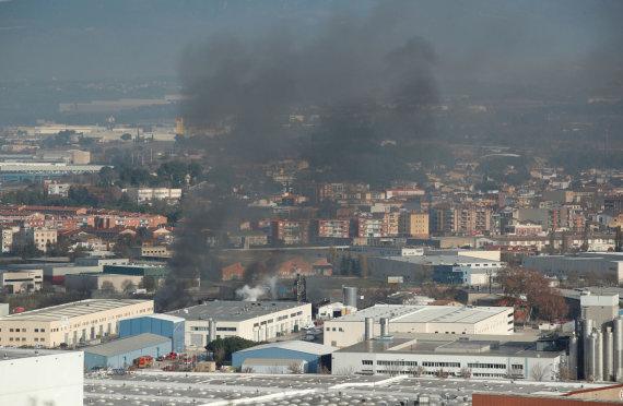 """Reuters""/""Scanpix"" nuotr./Gaisras gamykloje Ispanijoje"