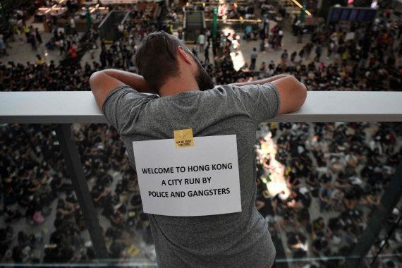 """AFP/""""Scanpix"""" nuotr./Protestuotojai Honkongo oro uoste"""