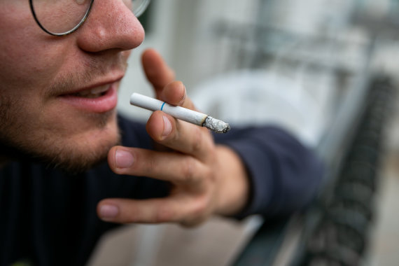 Žygimanto Gedvilos / 15min nuotr./Rūkymas balkone
