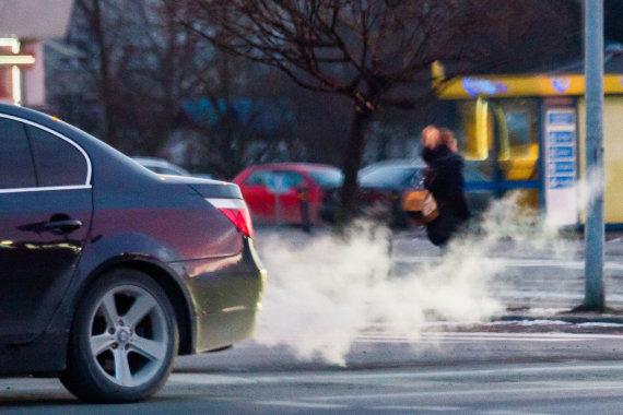 Luko Balandžio / 15min nuotr./Automobilių išmetamosios dujos