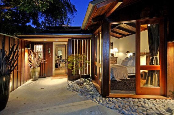 Vida Press nuotr./Josho Hutchersono namas Los Andžele