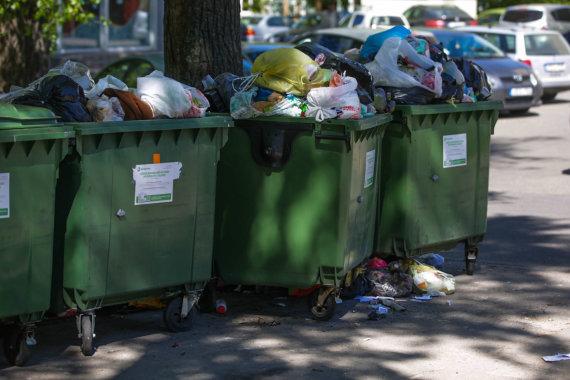 Vidmanto Balkūno / 15min nuotr./Atliekų konteineriai Vilniuje pirmadienį
