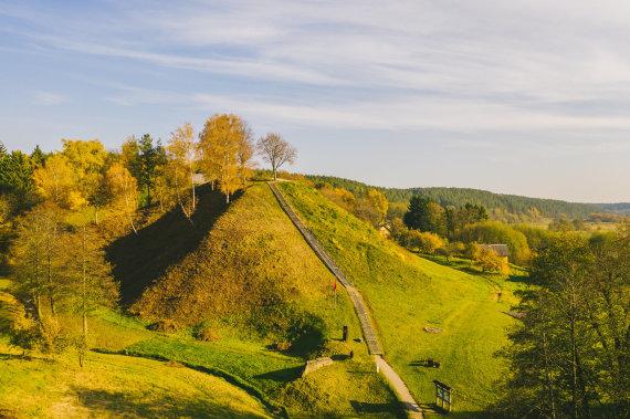 Andriaus Aleksandravičiaus nuotr./Merkinės piliakalnis, kuriuo baigiasi laisvės kovų kelias