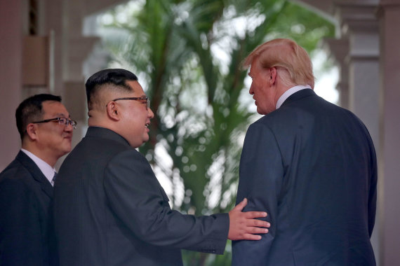 """Reuters""/""Scanpix"" nuotr./D.Trumpo ir Kim Jong Uno susitikimo emocingos akimirkos"