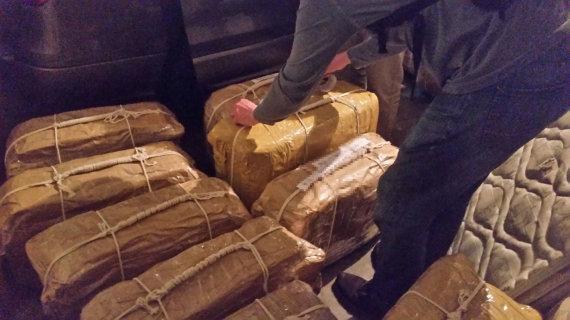 """""""Reuters""""/""""Scanpix"""" nuotr./Rusijos ambasadoje Argentinoje rasti lagaminai su kokainu"""