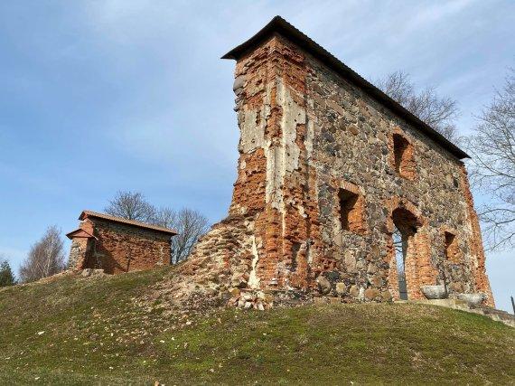 """VšĮ """"Atrask Raseinius"""" nuotr./Šv. Viktoro bažnyčios griuvėsiai, Kalnujai"""
