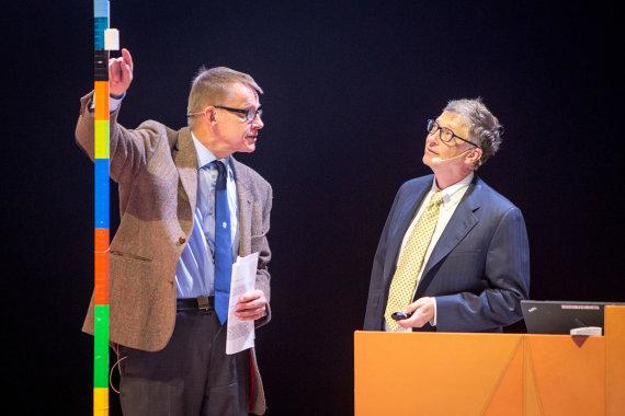 Leidyklos nuotr./Billas Gatesas ir Hansas Roslingas