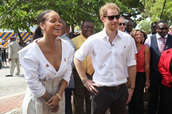 """""""Scanpix""""/""""PA Wire""""/""""Press Association Images"""" nuotr./Rihanna ir princas Harry"""