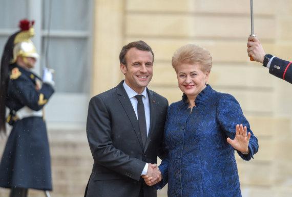 LR prezidento kanceliarijos/R.Dačkaus nuotr./Prezidentė susitiko su Prancūzijos vadovu Emmanueliu Macronu ir dalyvavo trijų Baltijos valstybių ir Prancūzijos Prezidentų darbo pietuose