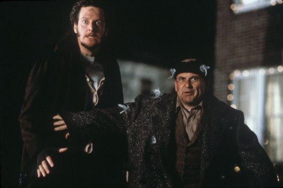 """""""Scanpix""""/""""Sipa USA"""" nuotr./Danielis Sternas ir Joe Pesci filme """"Vienas namuose"""" (1990 m.)"""