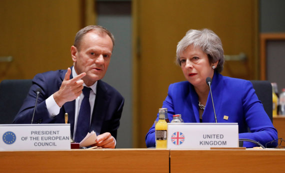 """Reuters""/""Scanpix"" nuotr./Donaldas Tuskas ir Theresa May"