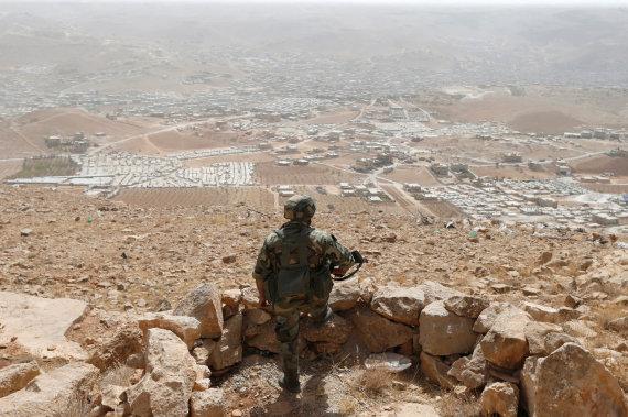 """""""Reuters""""/""""Scanpix"""" nuotr./Libano karys prie šalies sienos su Sirija"""