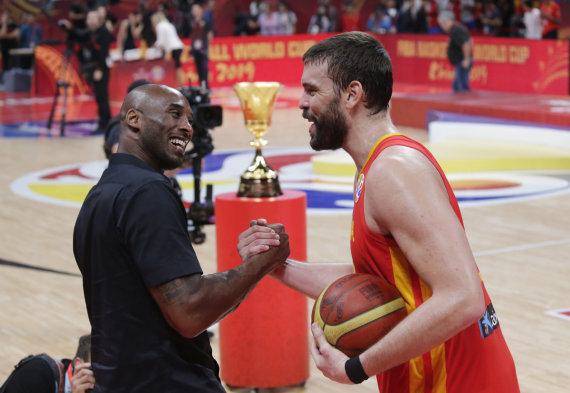 """Scanpix"" nuotr./Marcas Gasolis ir Kobe Bryantas"