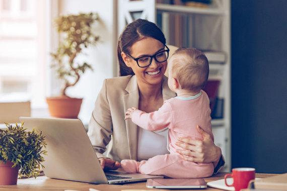 123RF.com nuotr./Dirbanti ir vaiku besirūpinanti moteris