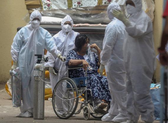 """""""Scanpix""""/AP nuotr./Kova su koronavirusu Indijoje"""