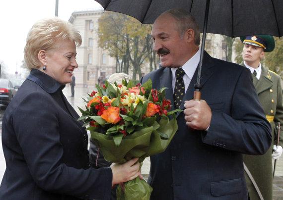 """""""Reuters""""/""""Scanpix"""" nuotr./Aliaksandras Lukašenka pasitinka Dalią Grybauskaitę"""