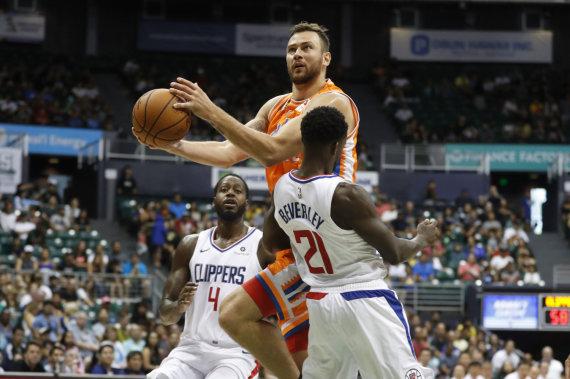 """AFP/""""Scanpix"""" nuotr./Donatas Motiejūnas įmetė 29 taškus į """"Los Angeles Clippers"""" krepšį."""
