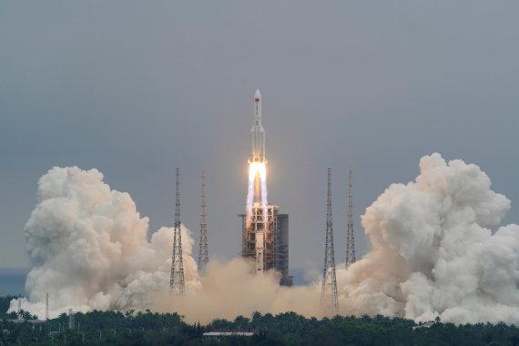 """""""Scanpix"""" nuotr./Kinijos sunkioji nešančioji raketa """"Long March 5B"""""""
