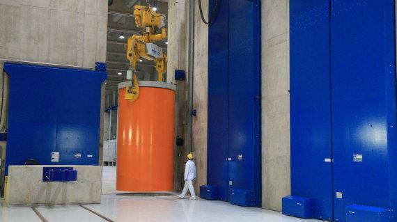 Ignalinos atominės elektrinės nuotr./Branduolinio kuro konteineris laikinojoje saugykloje
