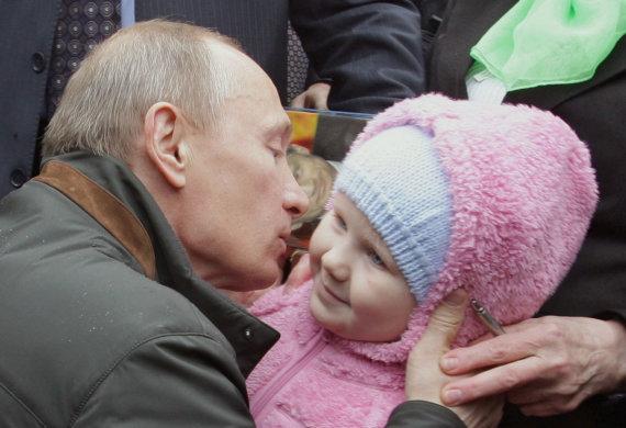 """AFP/""""Scanpix"""" nuotr./Vladimiras Putinas nori didesnio gimstamumo Rusijoje"""