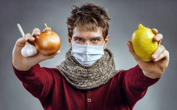123RF.com nuotr./Vyras saugosi nuo peršalimo ir gripo