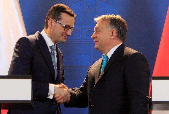 """""""Reuters""""/""""Scanpix"""" nuotr./Mateuszas Morawieckis ir Viktoras Orbanas"""