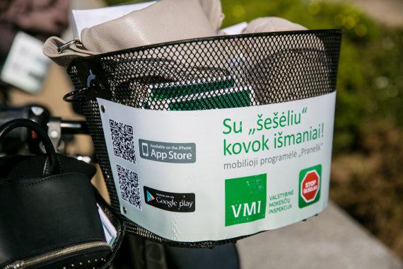 Juliaus Kalinsko / 15min nuotr./VMI darbuotojos Palangoje