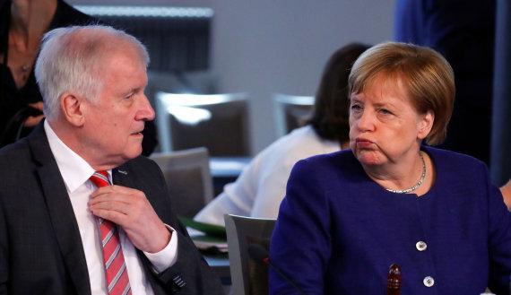 """""""Reuters""""/""""Scanpix"""" nuotr./ Horstas Seehoferis ir Angela Merkel"""