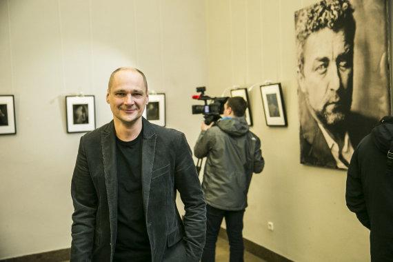 """Viganto Ovadnevo/Žmonės.lt nuotr./Mindaugo Meškausko parodos """"Amžinas atvaizdas"""" akimirka"""
