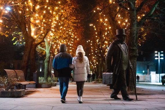 Kauno miesto savivaldybės nuotr./Laisvės alėją nušvietė tūkstančiai lempučių