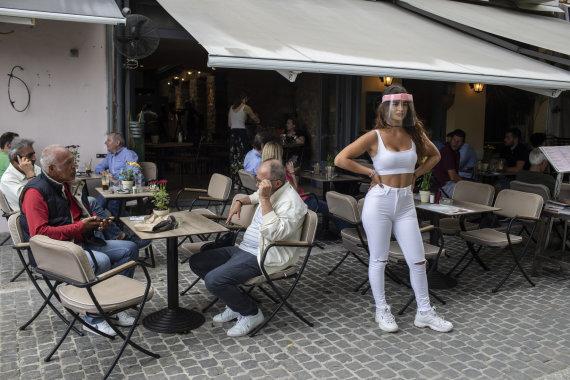 """Scanpix""/AP nuotr./Graikija skuba atverti kavines"