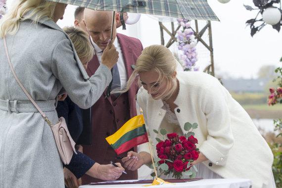 Roko Lukoševičiaus / 15min nuotr./Emilijos Serapinaitės ir Igno Navakausko vestuvių akimirka